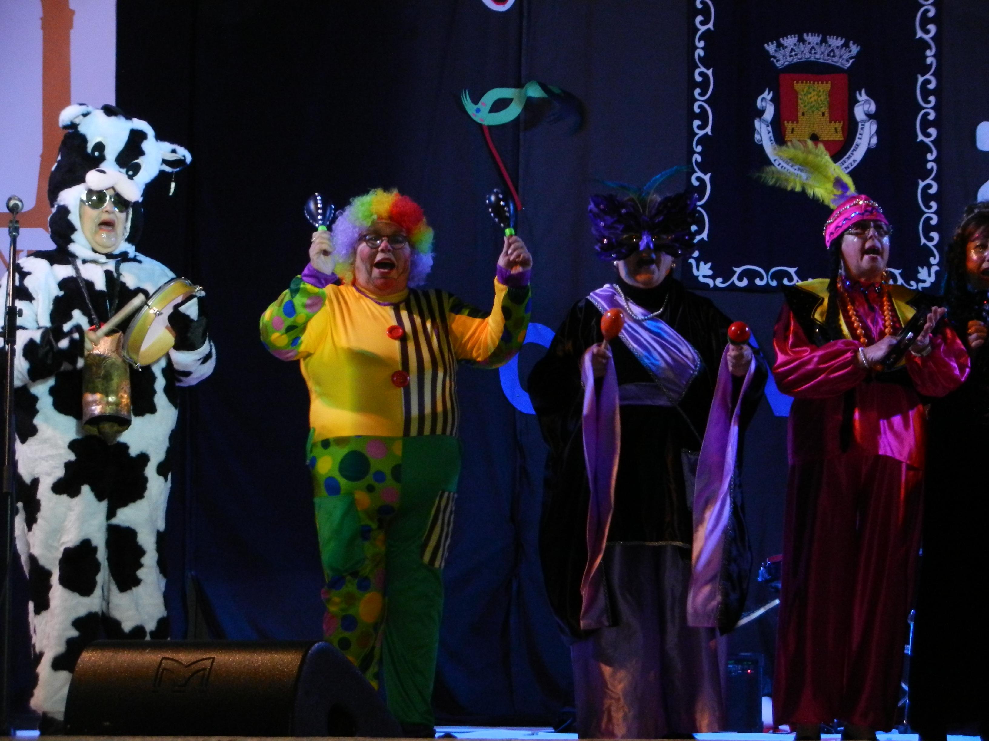 'Las Raparigas' dan la bienvenida al I Certamen de Murgas y Tamborada del Carnaval de Olivenza