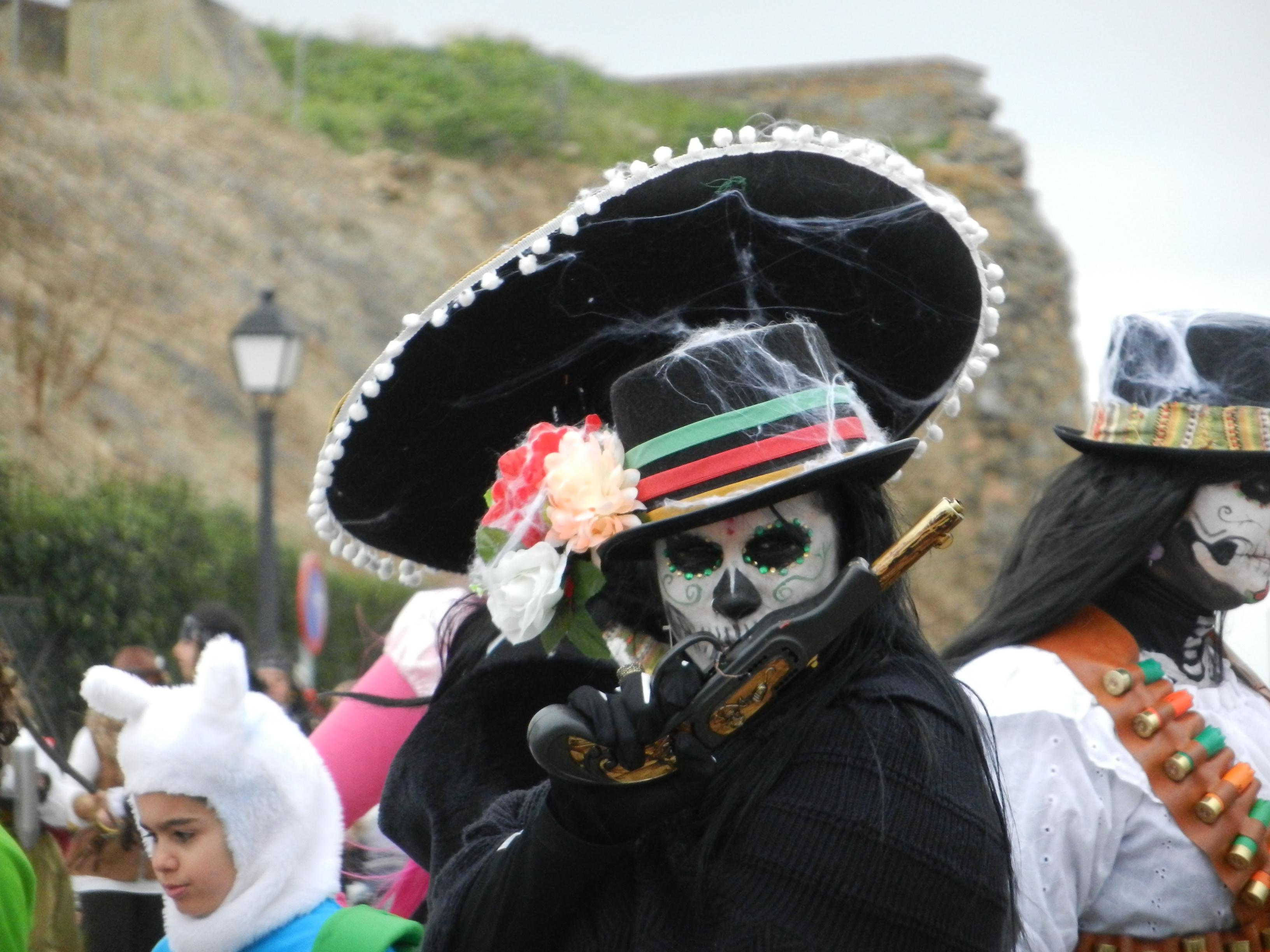 Desfile con la sardina y entrega de premios del Carnaval de Olivenza 2013