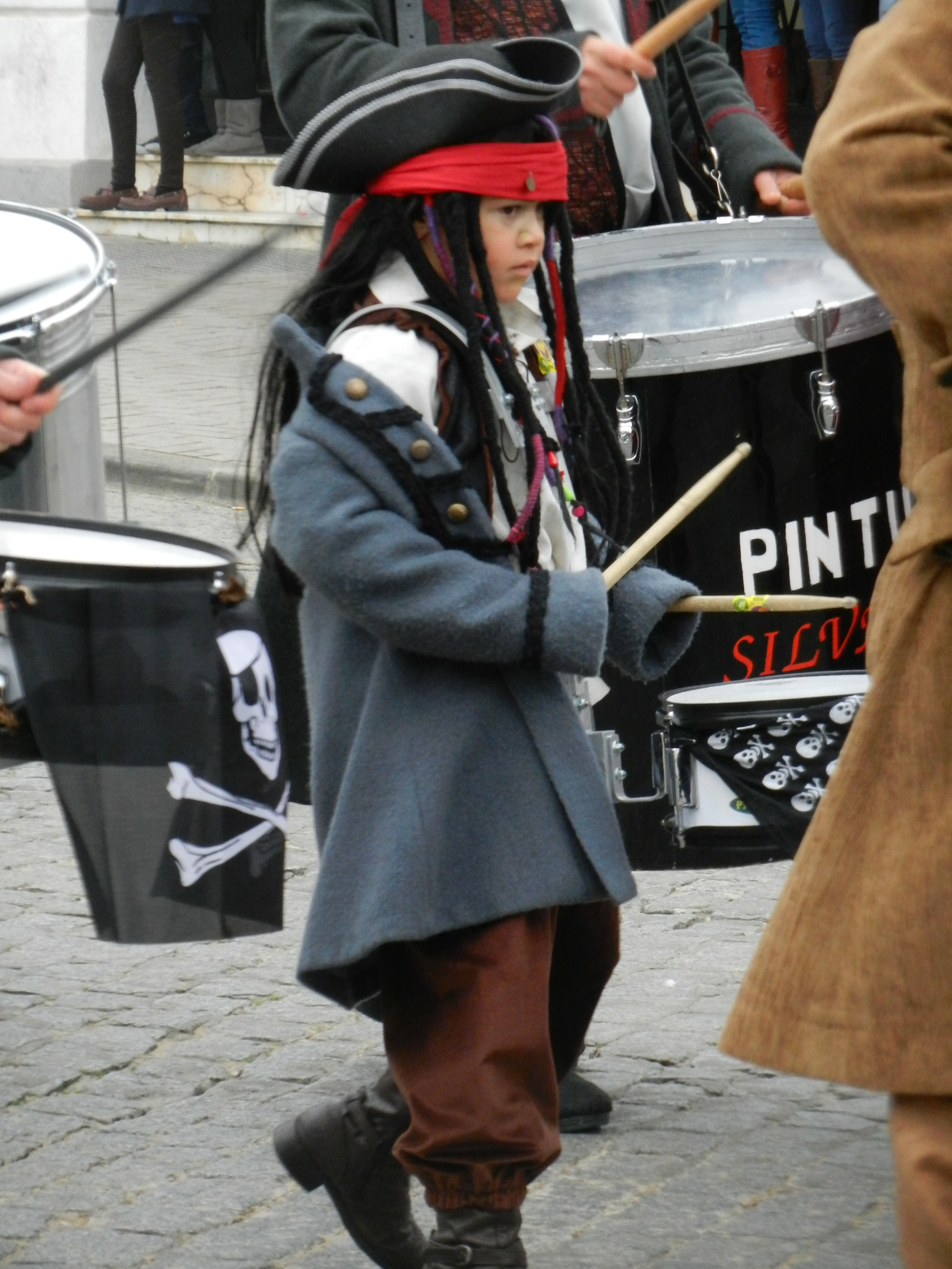 Uno de los percusionistas más jóvenes de Vaya Tela