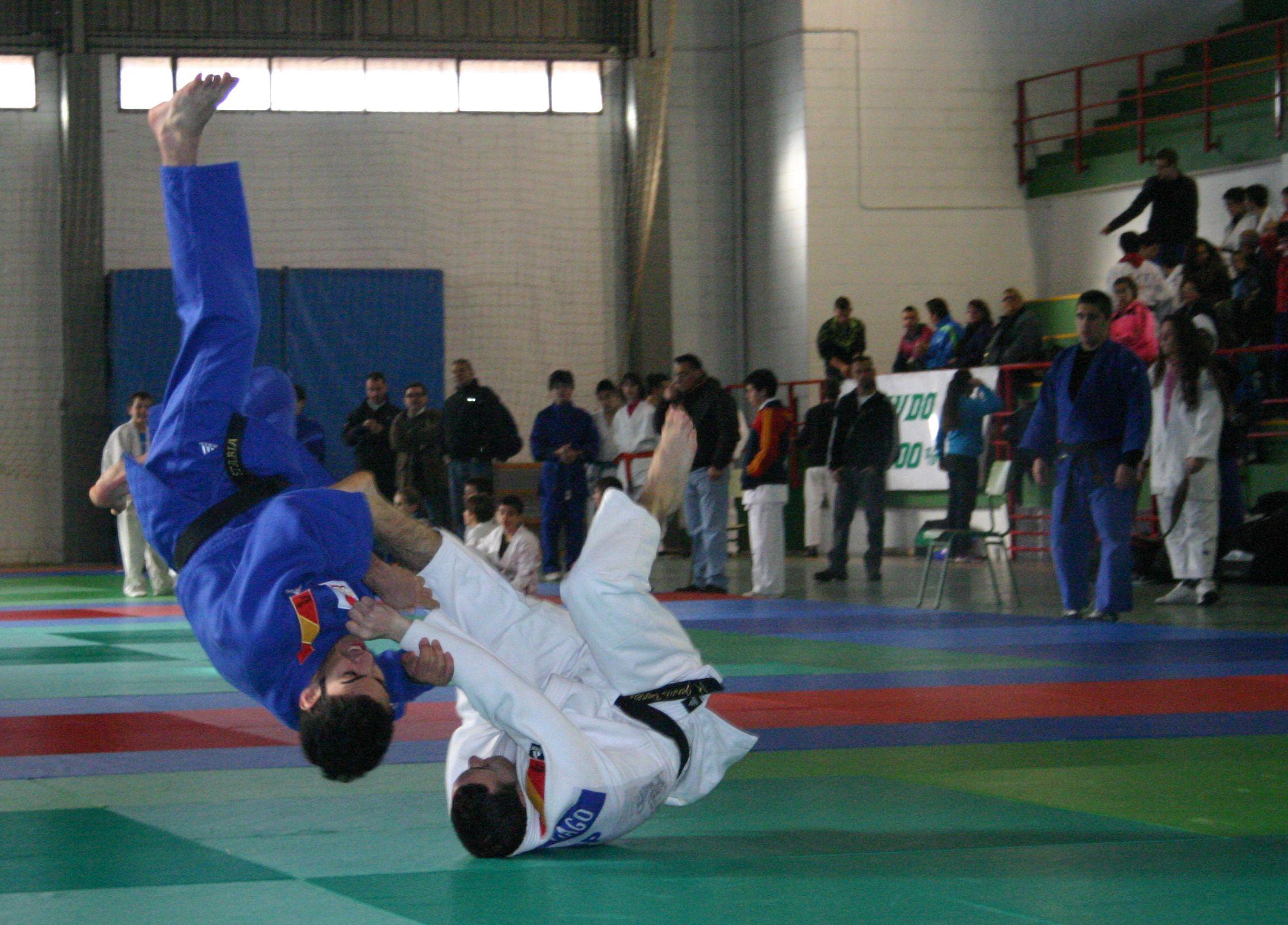 Francisco Javier Cedeño (blanco) vence a Miguel Romero en menos de 66 Kg. de la categoría cadete en 1ª Fase XXXI JUDEX