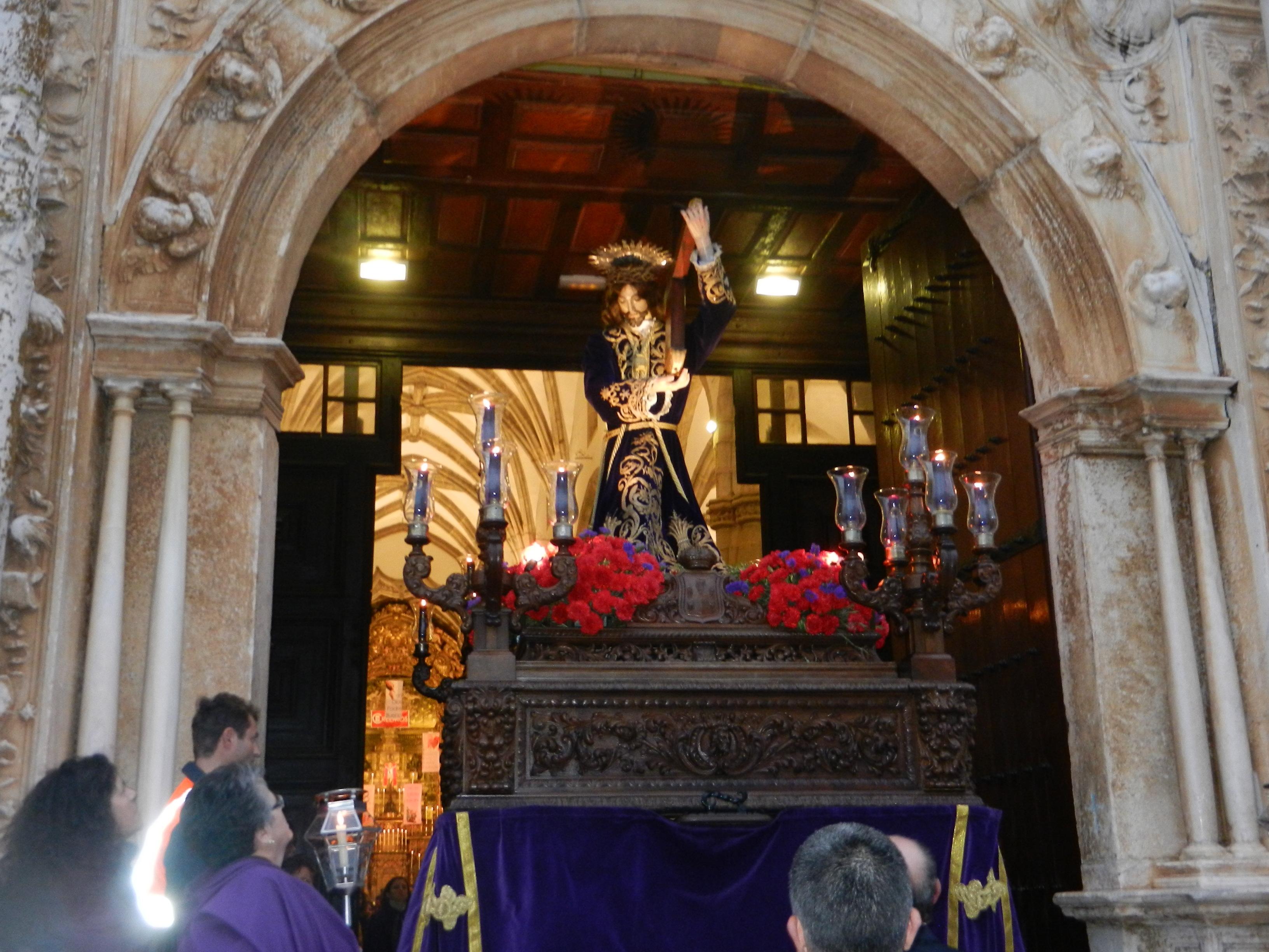 El patrón de Olivenza sale del templo