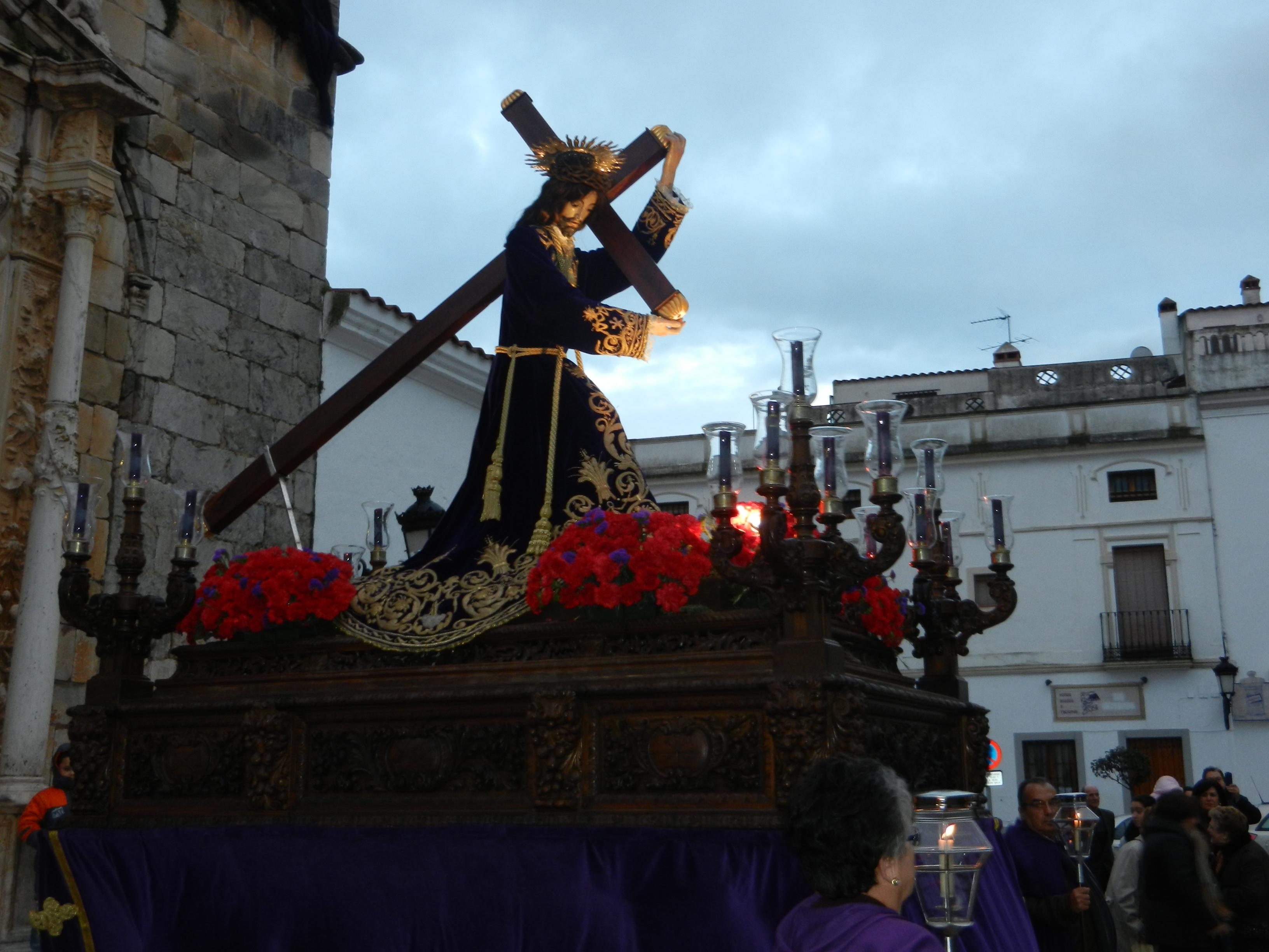 La imagen del Jesús de los Pasos sale hasta la plaza