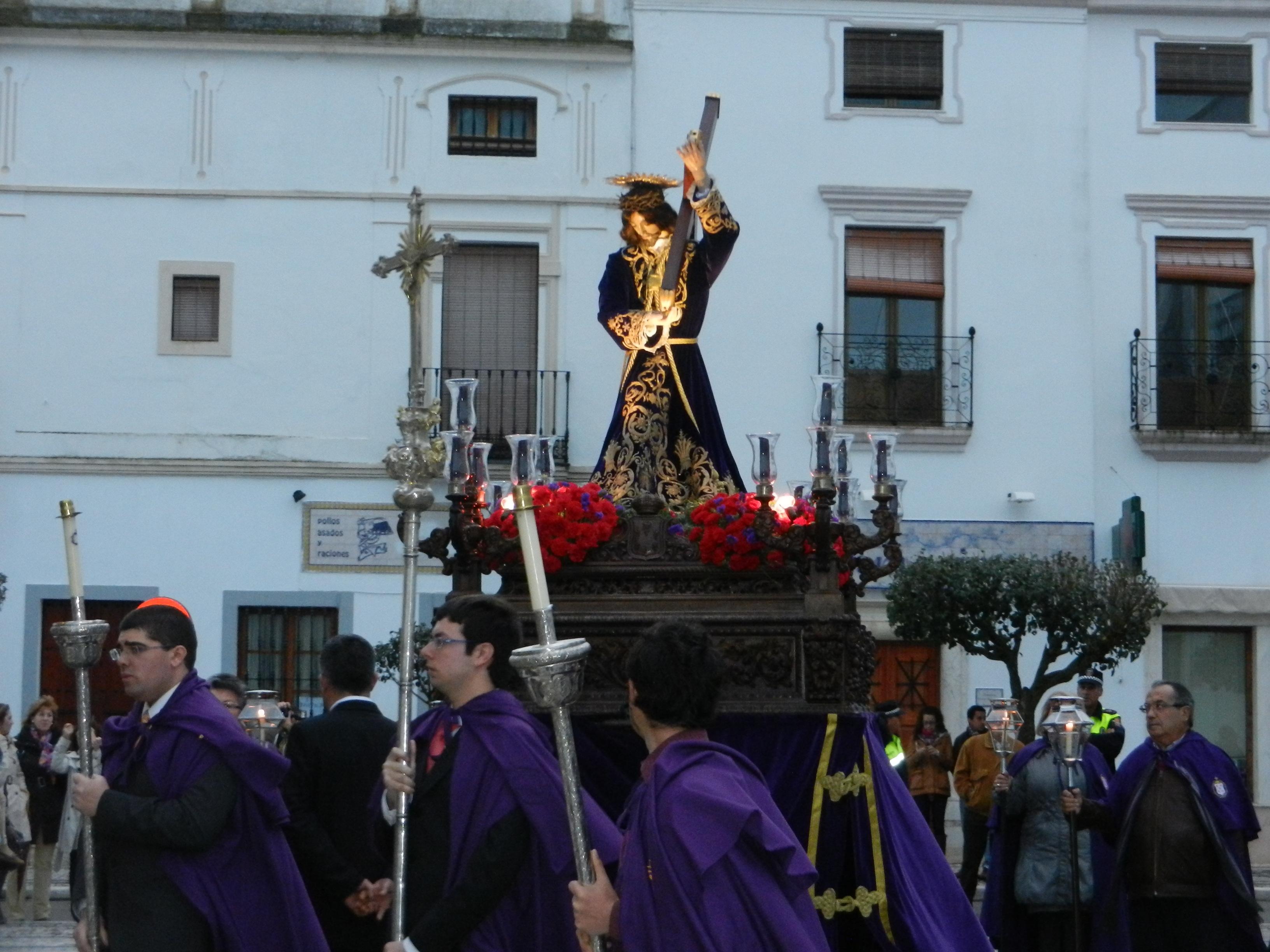 La procesión del Señor de los Pasos sale hasta la plaza