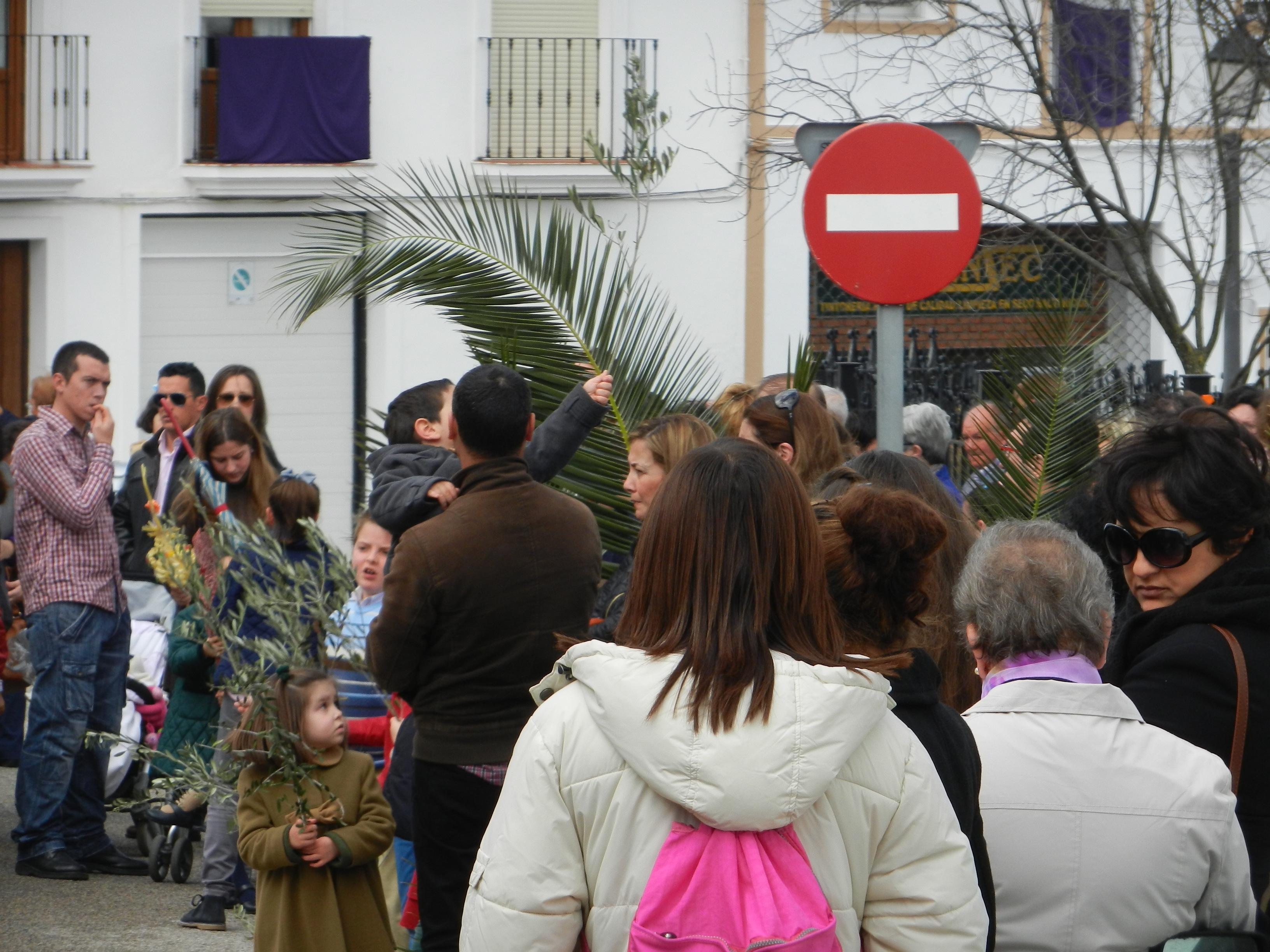 Vecinos de Olivenza esperan a la Borriquita