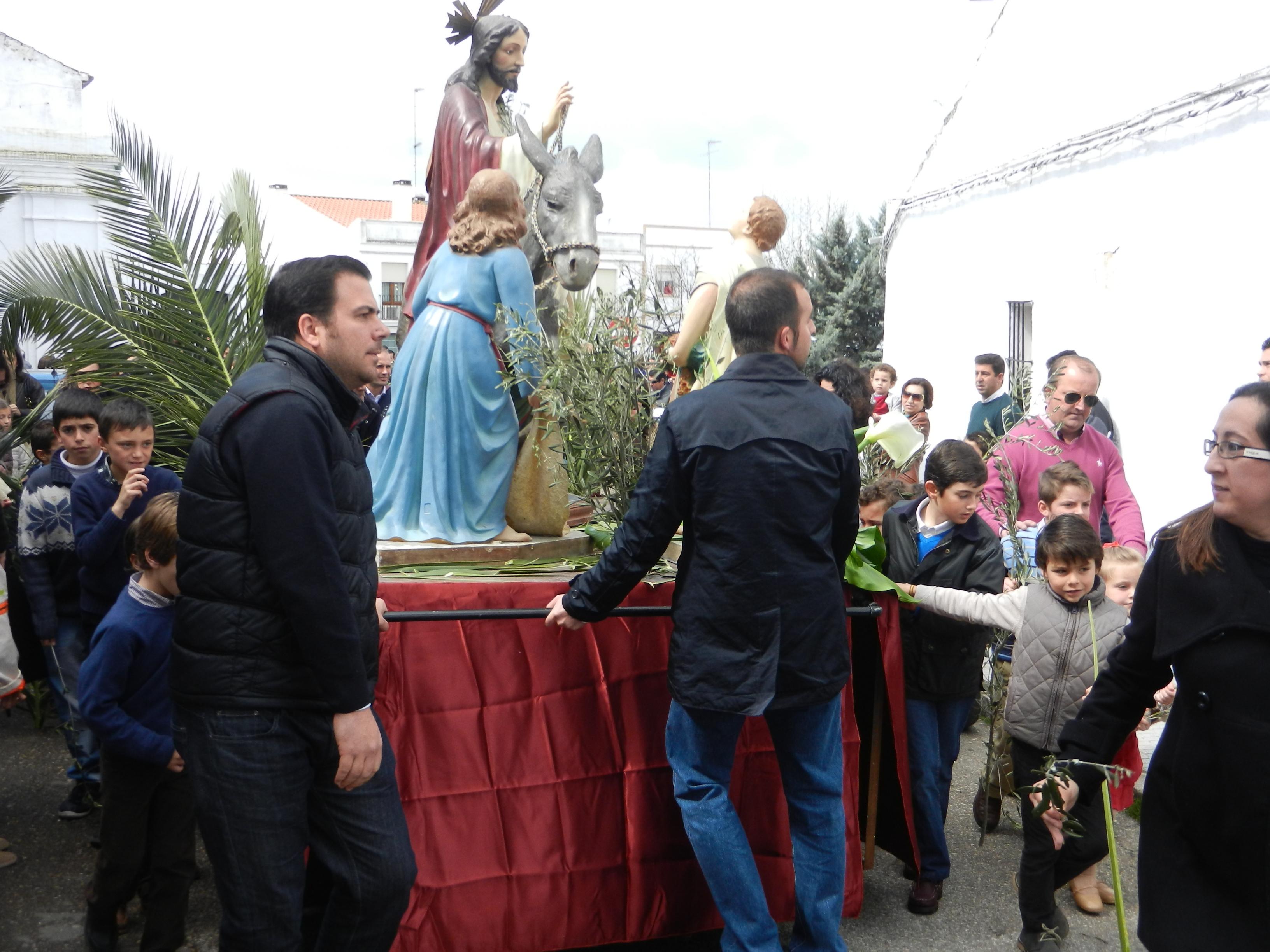 La Borriquita durante su paseo por Olivenza