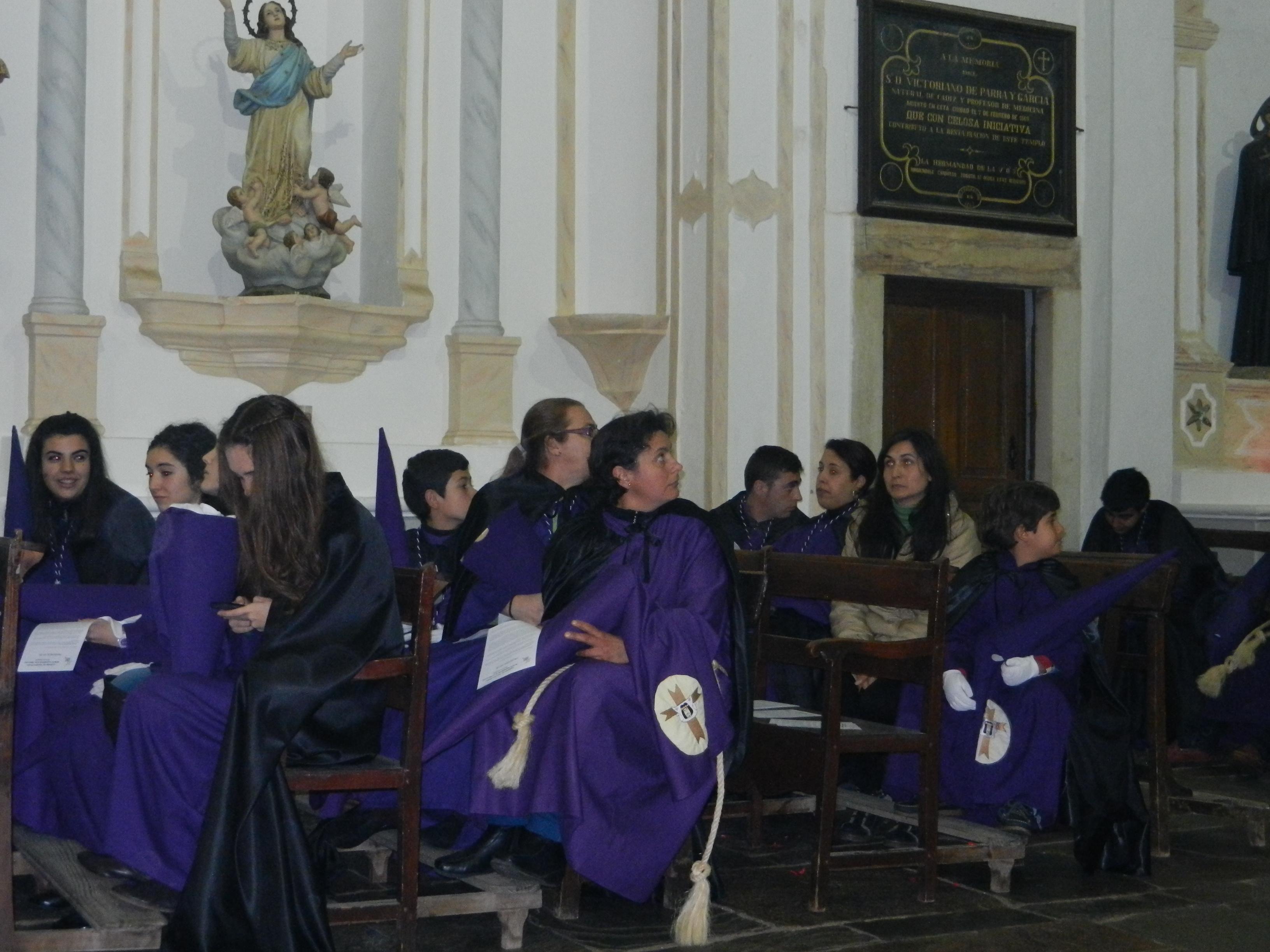 En la iglesia antes de la salida
