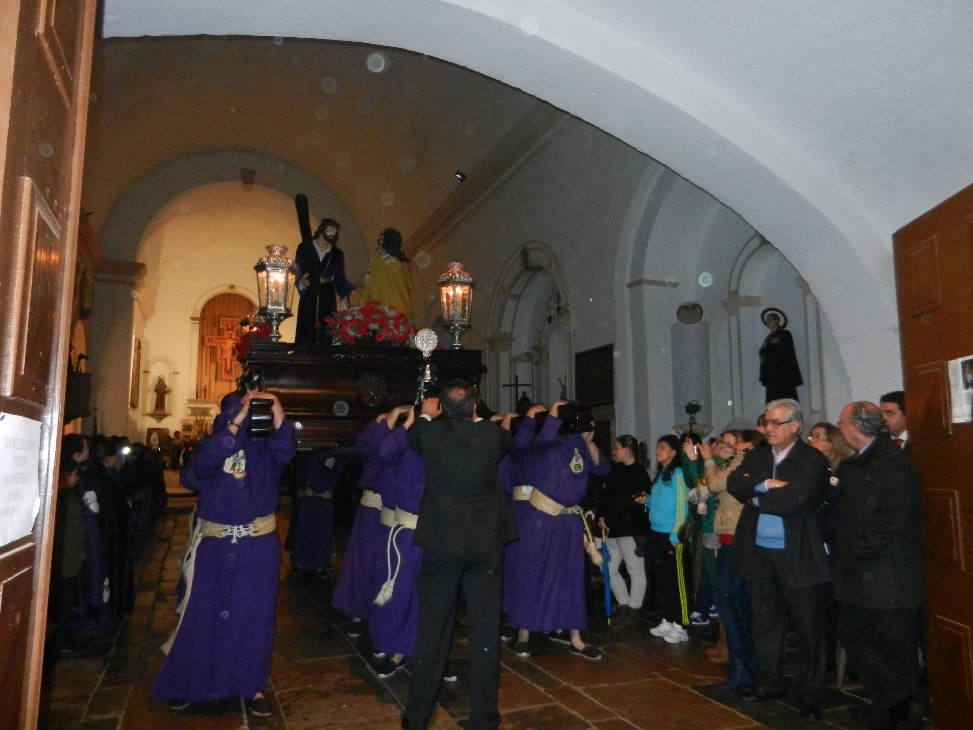 Salida de los pasos a la puerta de la iglesia de San Francisco