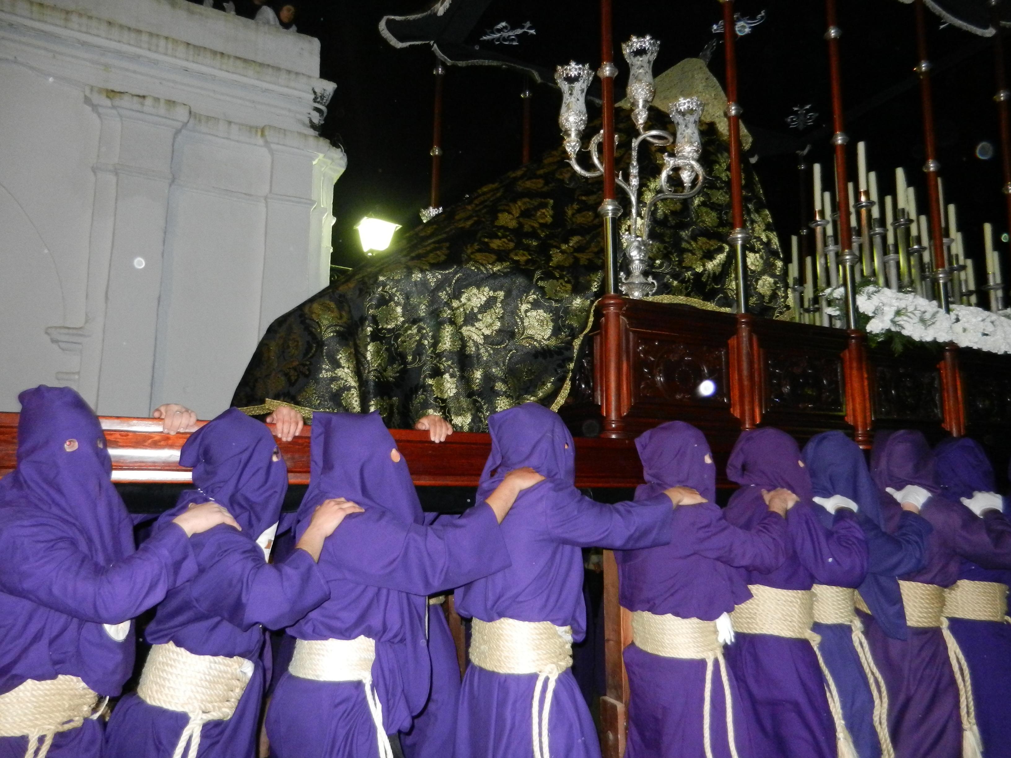 Los Obreros regresan al templo
