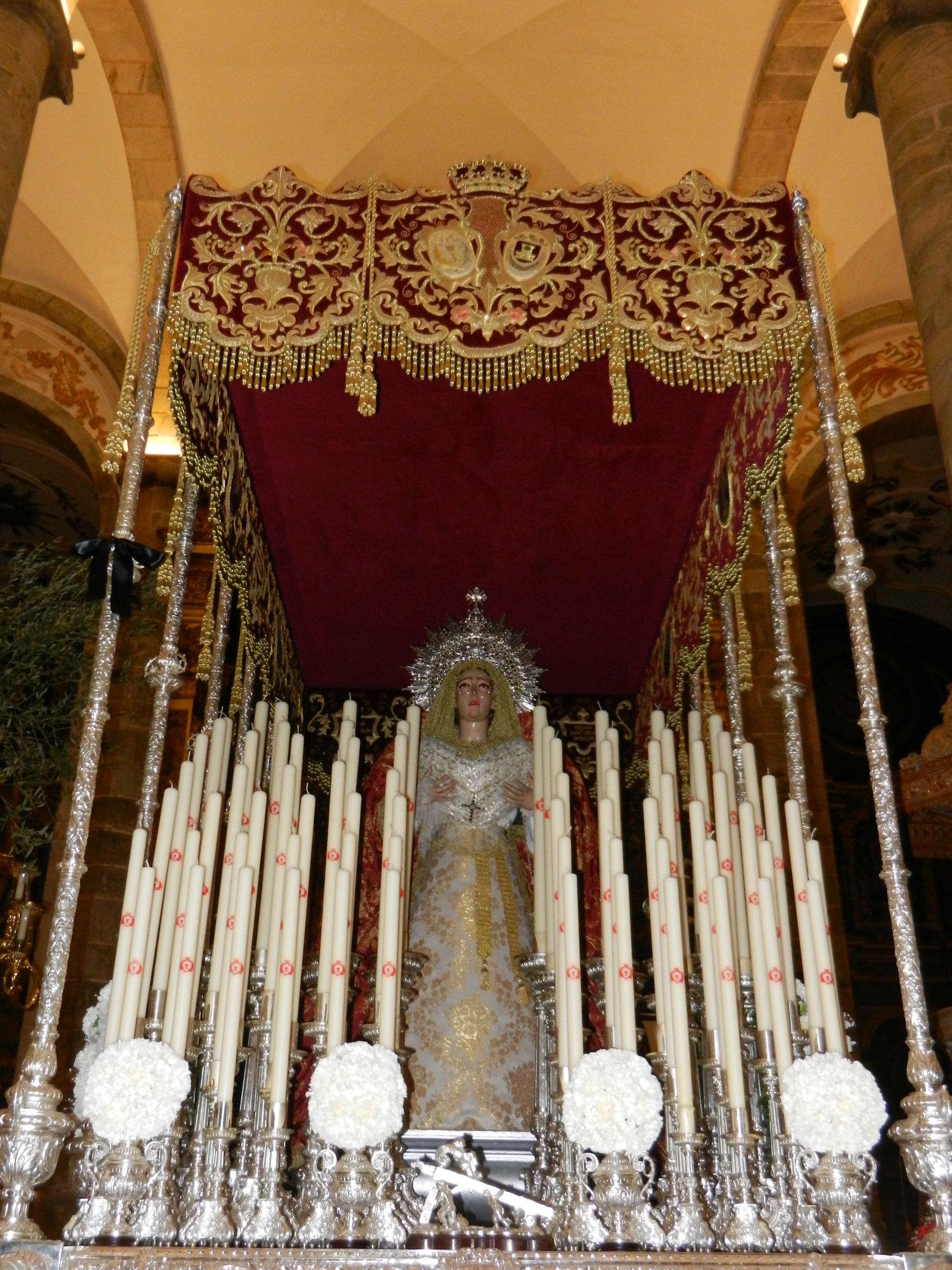La Virgen de las Angustias estrena vestido