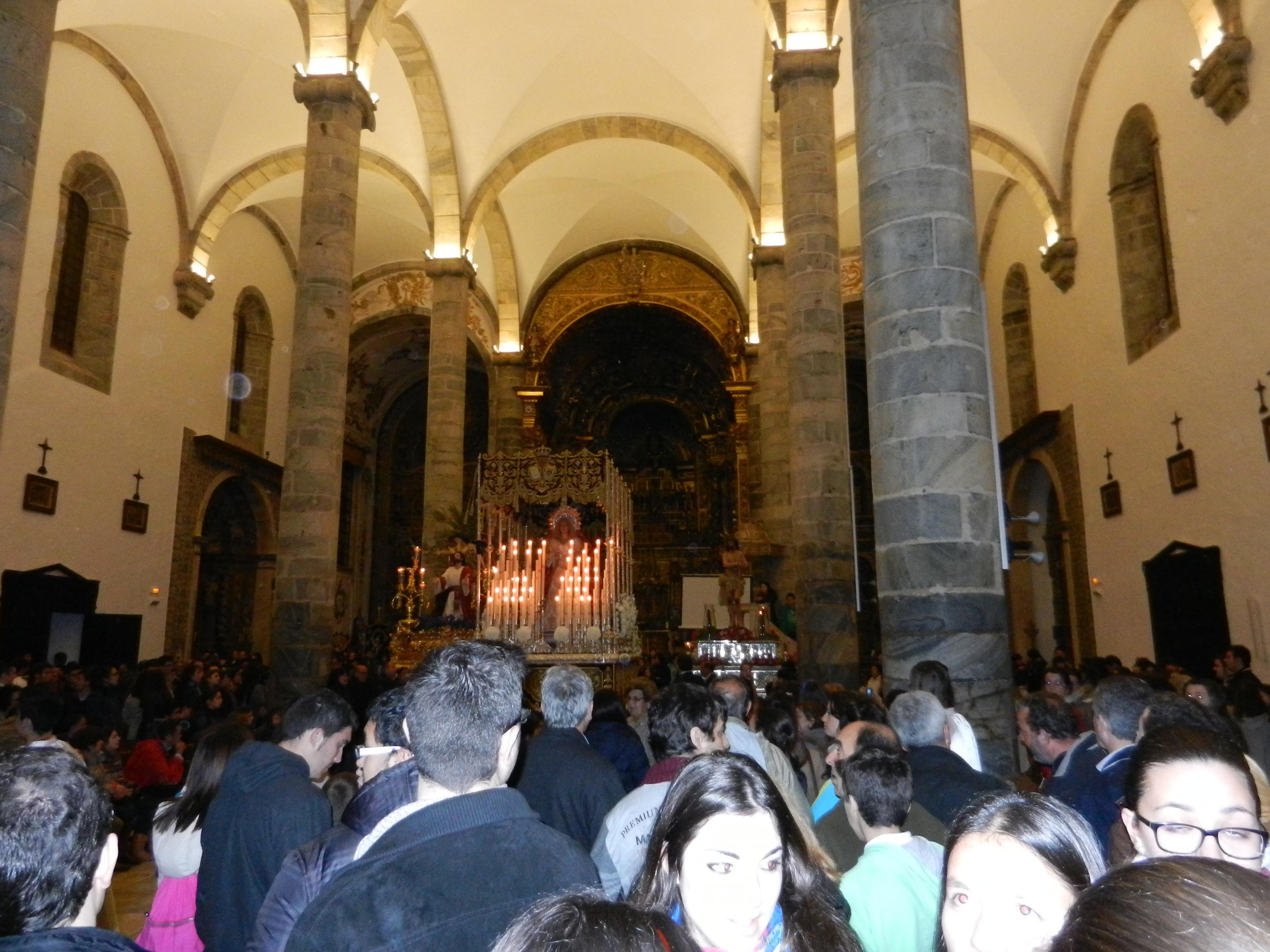 La Cofradía de Jesús Orando en el Huerto genera expectación en la iglesia