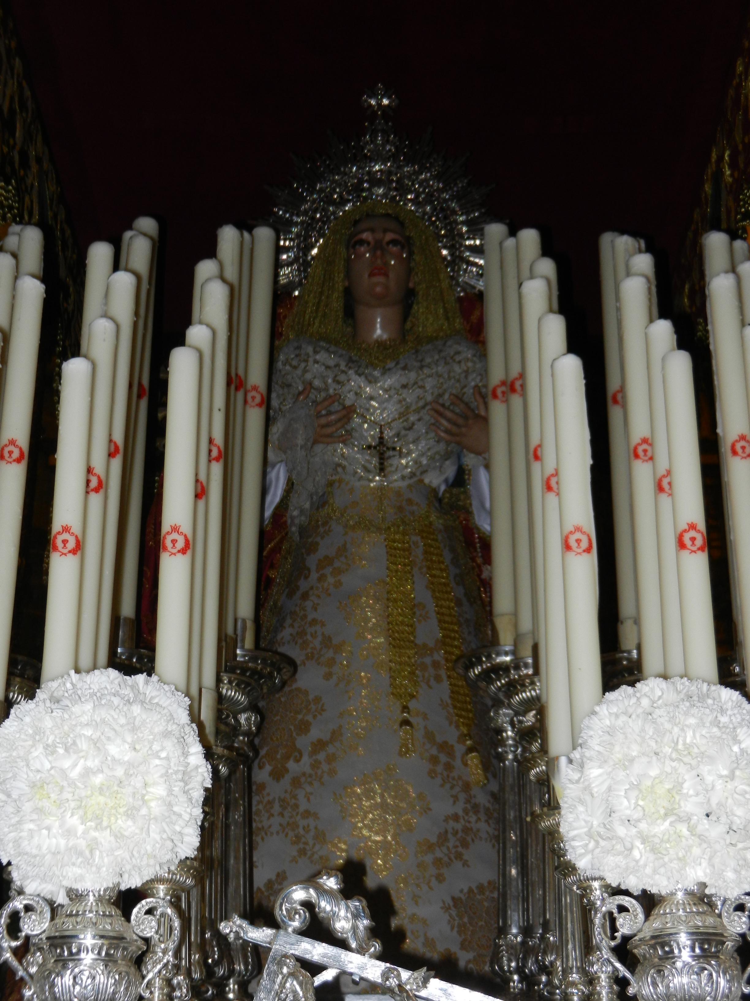 La Virgen de las Angustias estrena traje