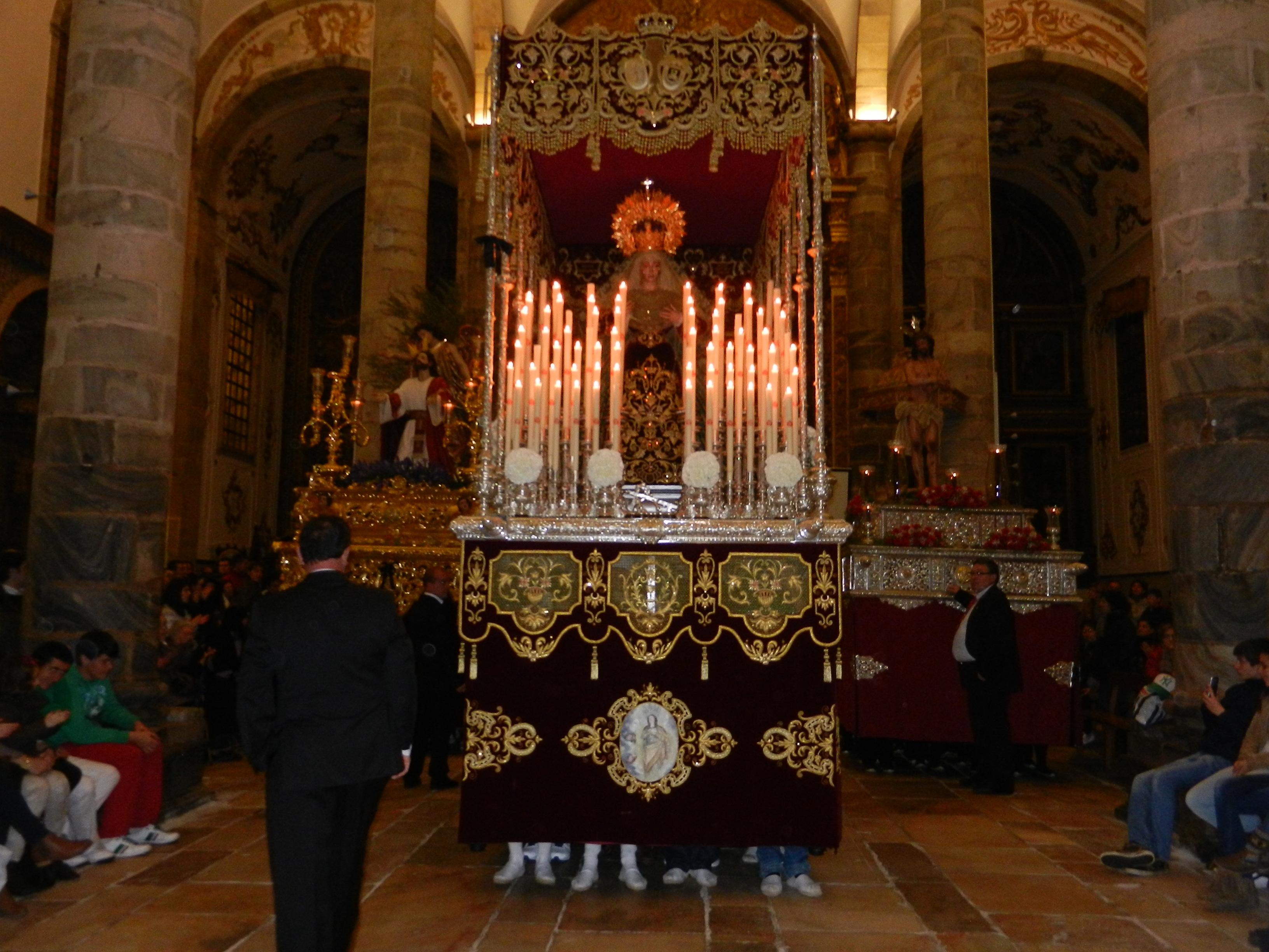 Tres pasos de la Cofradía de Jesús Orando en el Huerto