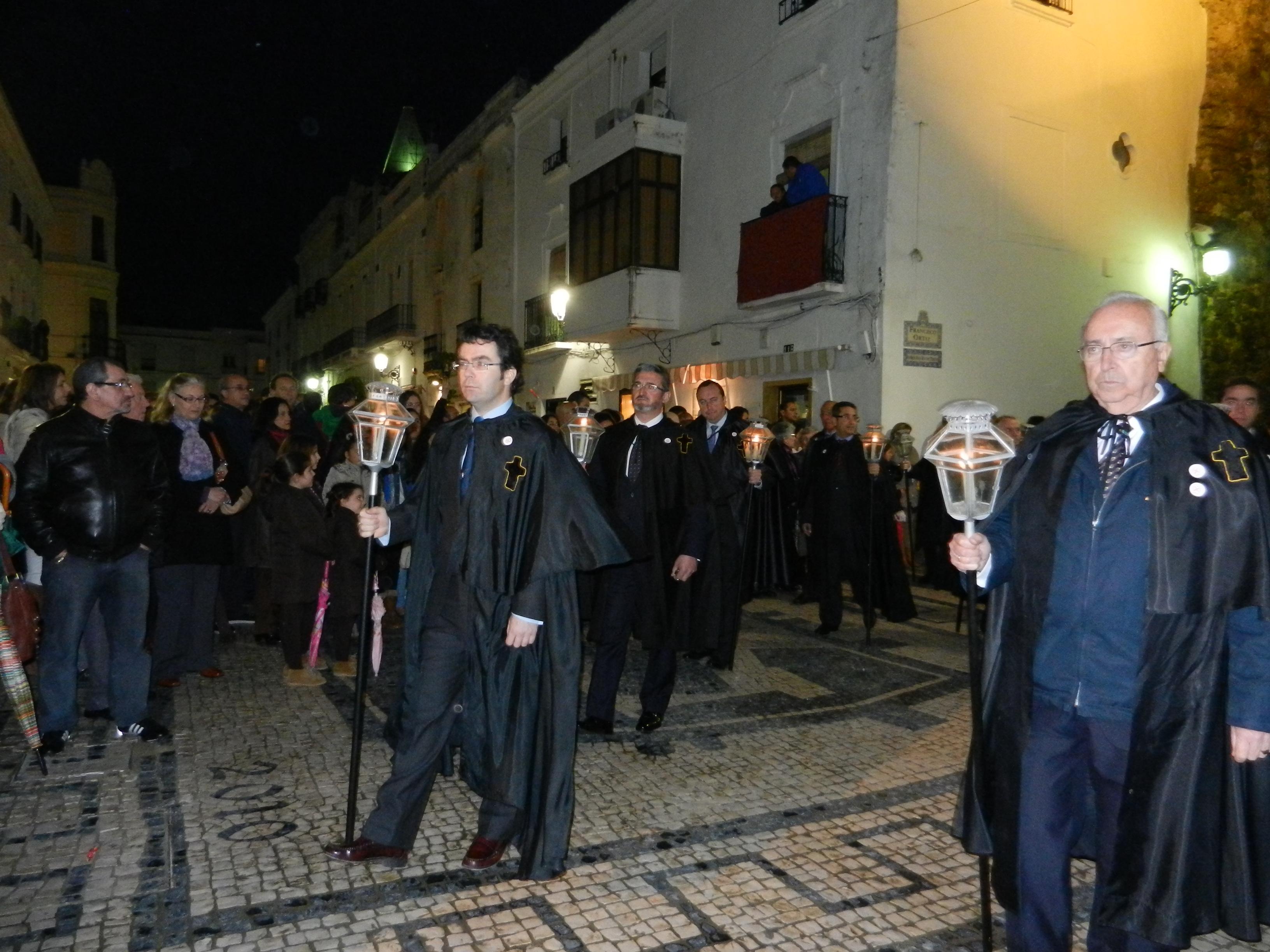 Los hermanos de la Santa Casa entran en la capilla
