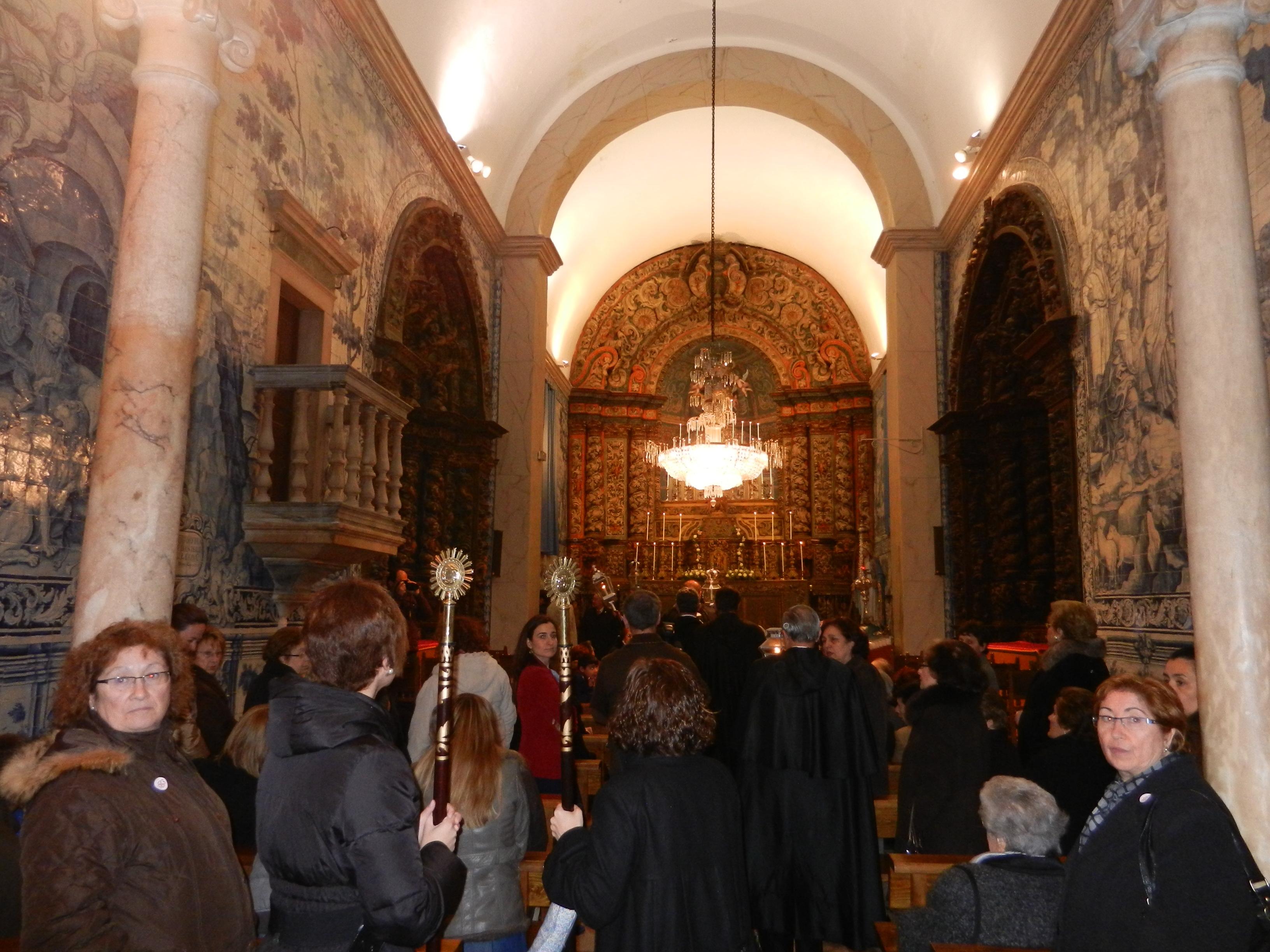 En el interior de la capilla