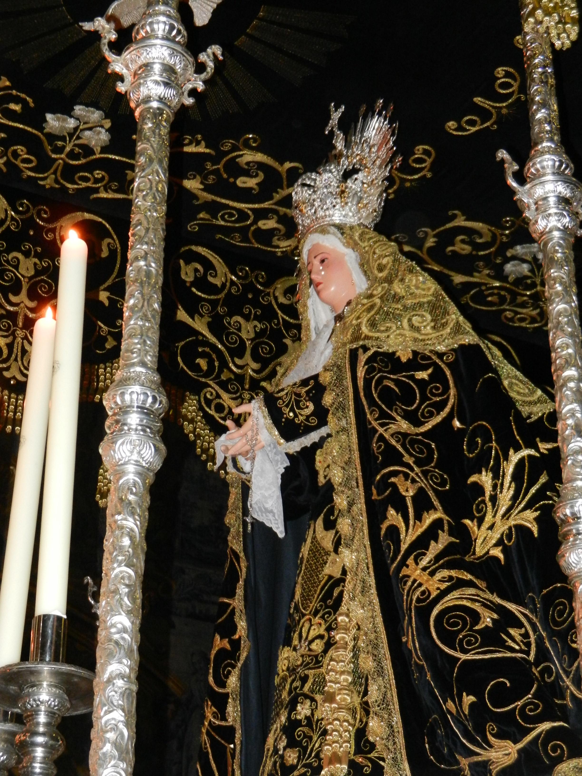 La Virgen de la Soledad pasea por la Magdalena