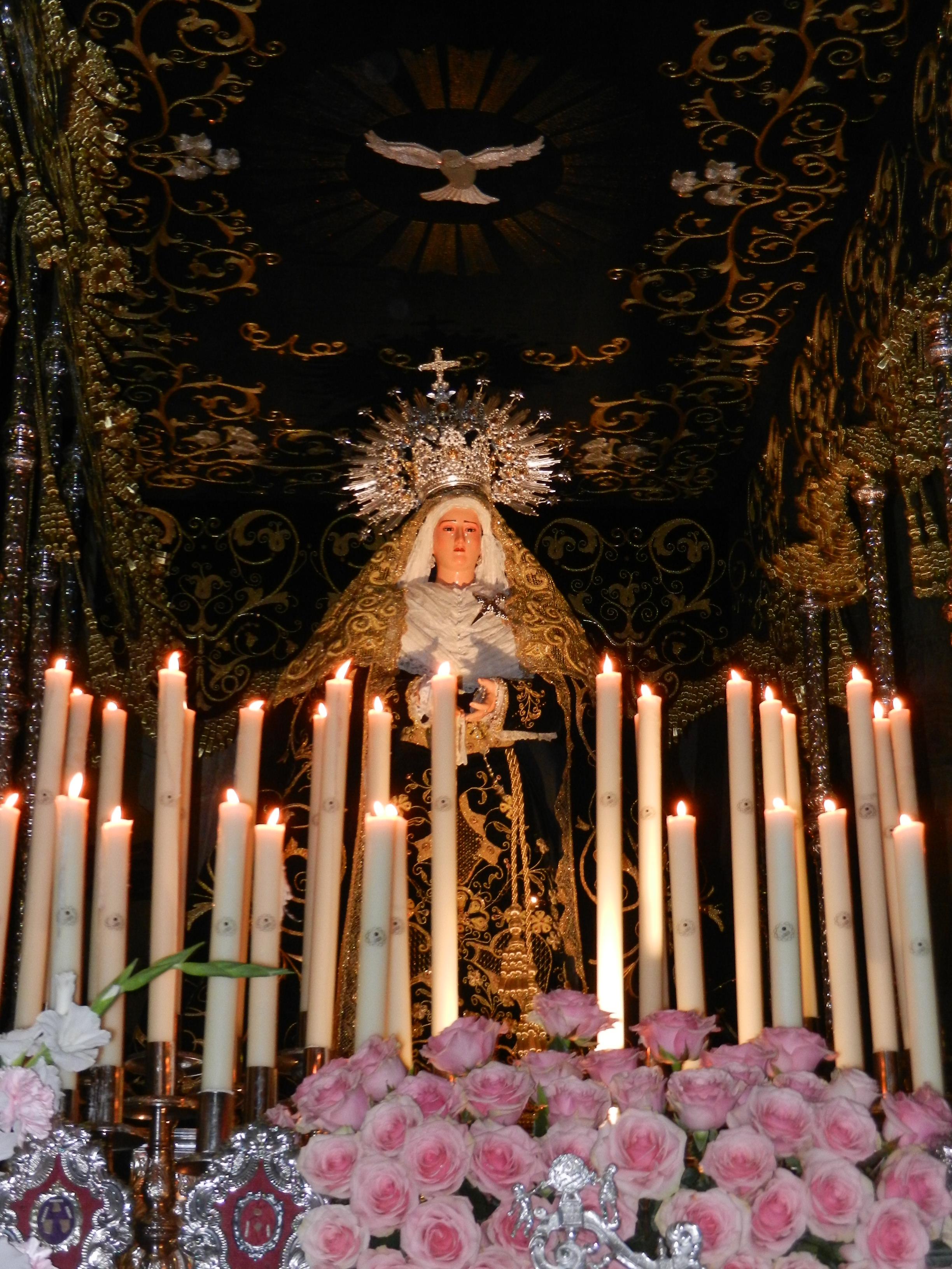 La Virgen de la Soledad pasea por el templo