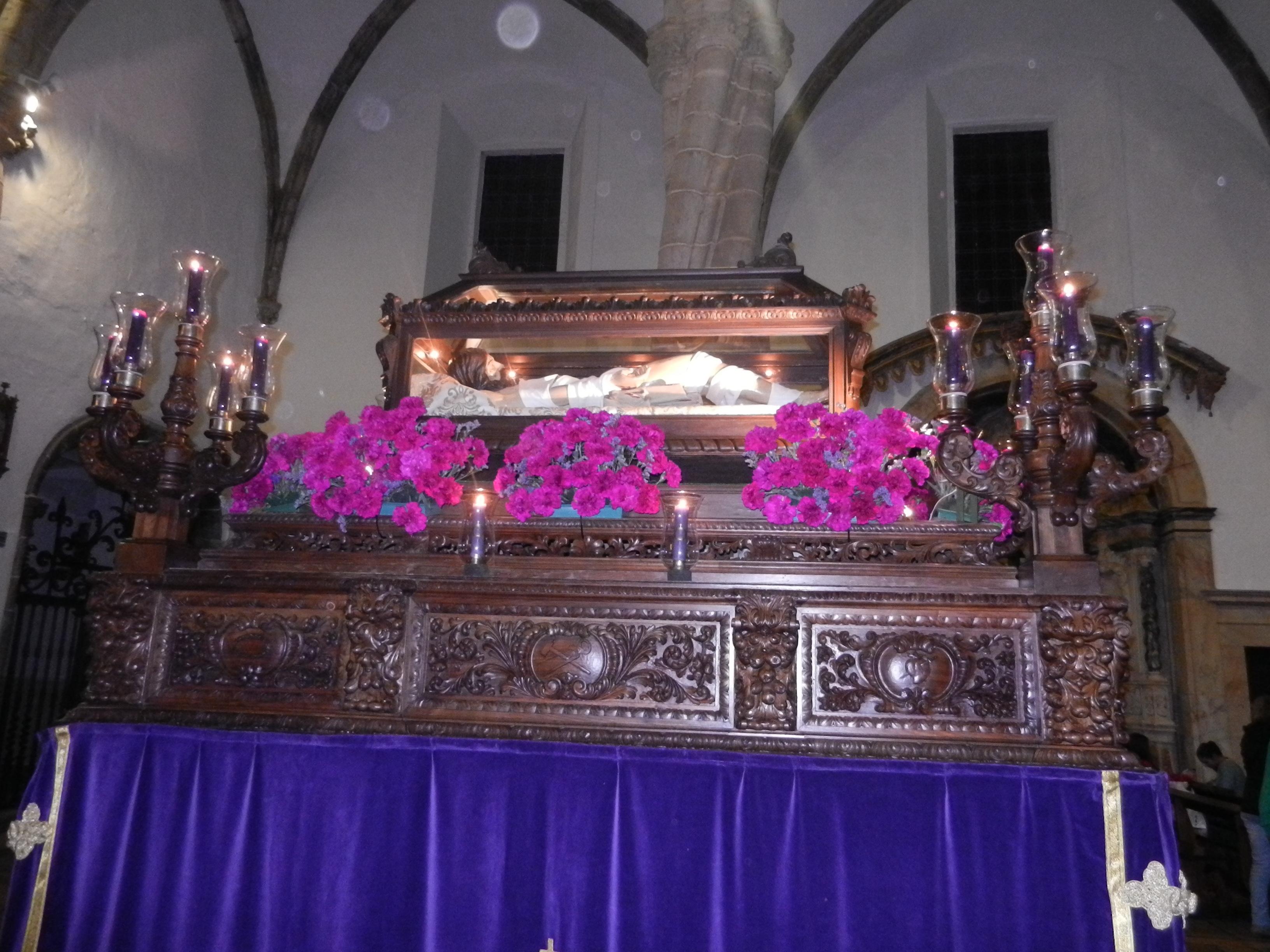 Cristo Yacente en el féretro