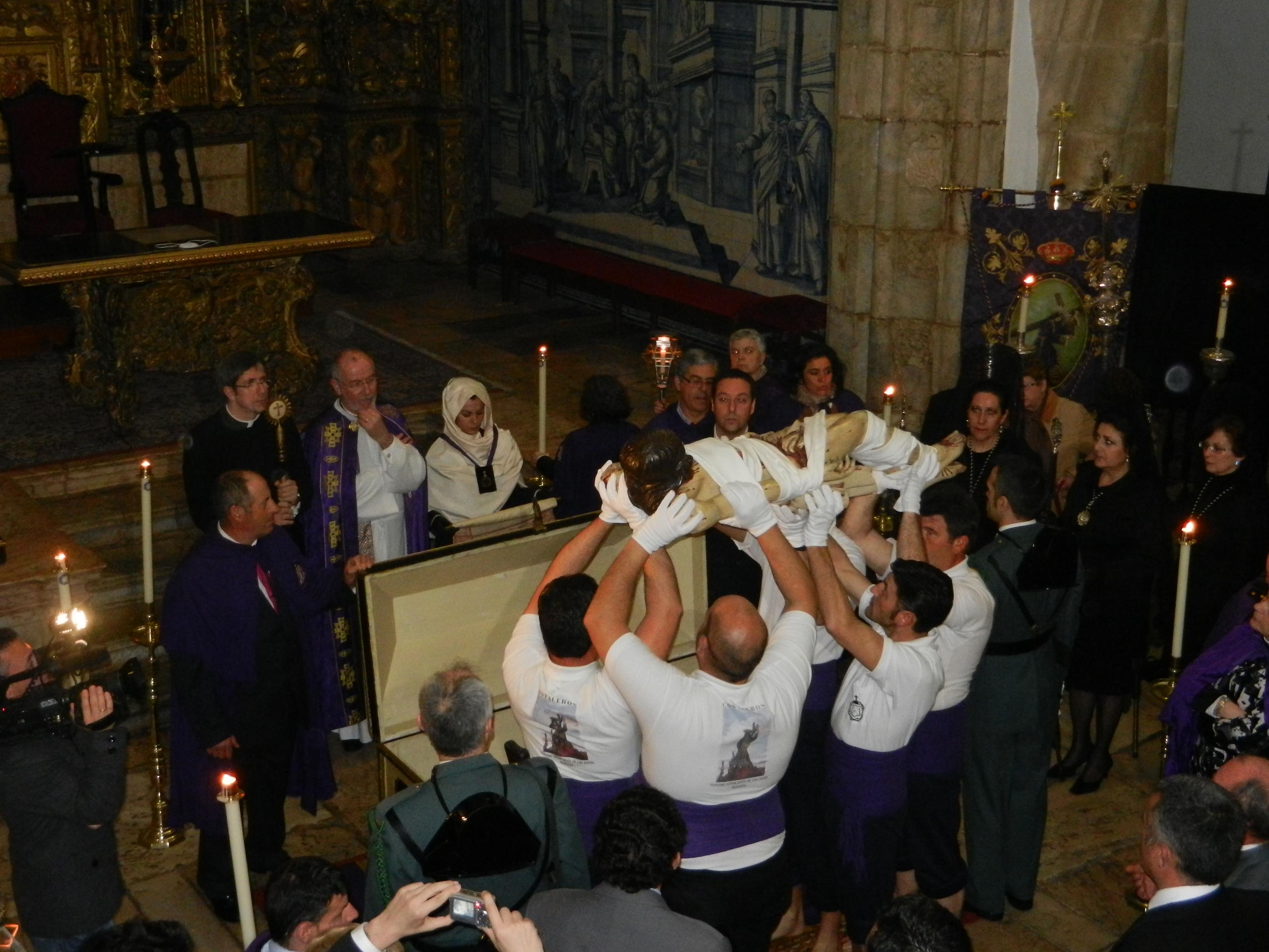 Momentos antes de la sepultura, canta la paderinha