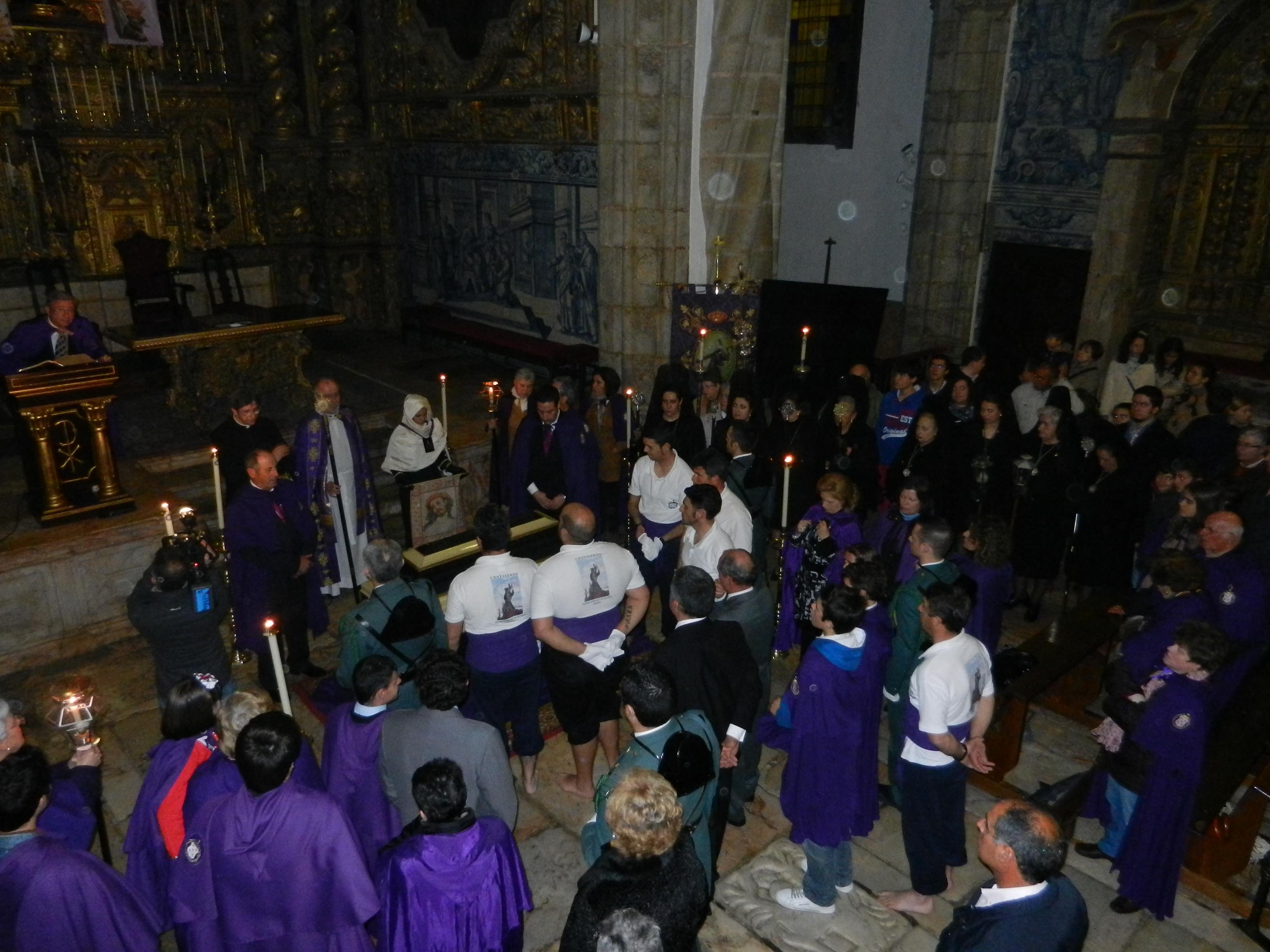 El Cristo Yacente recibe sepultura