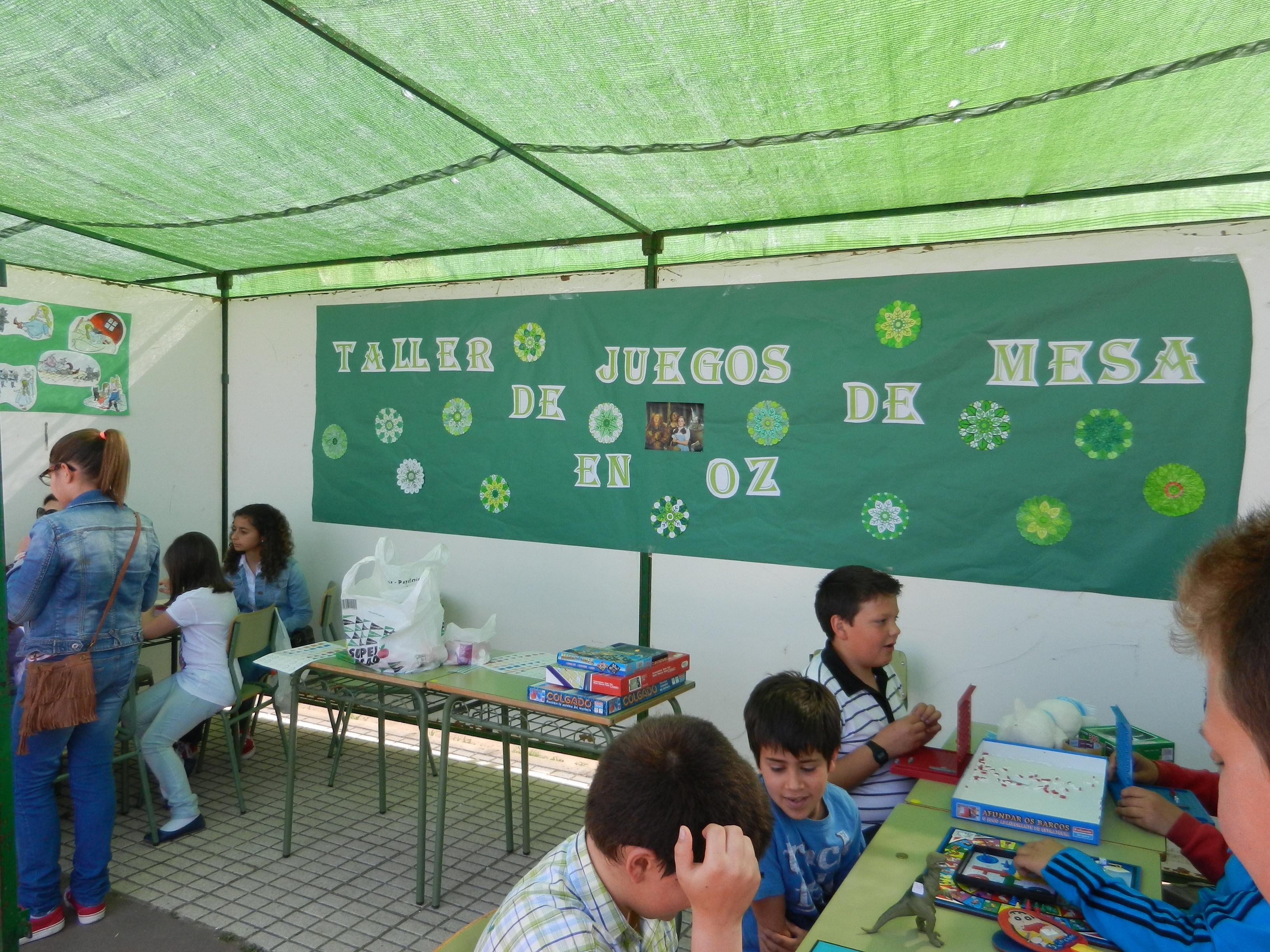 Los alumnos participan en los talleres propuestos