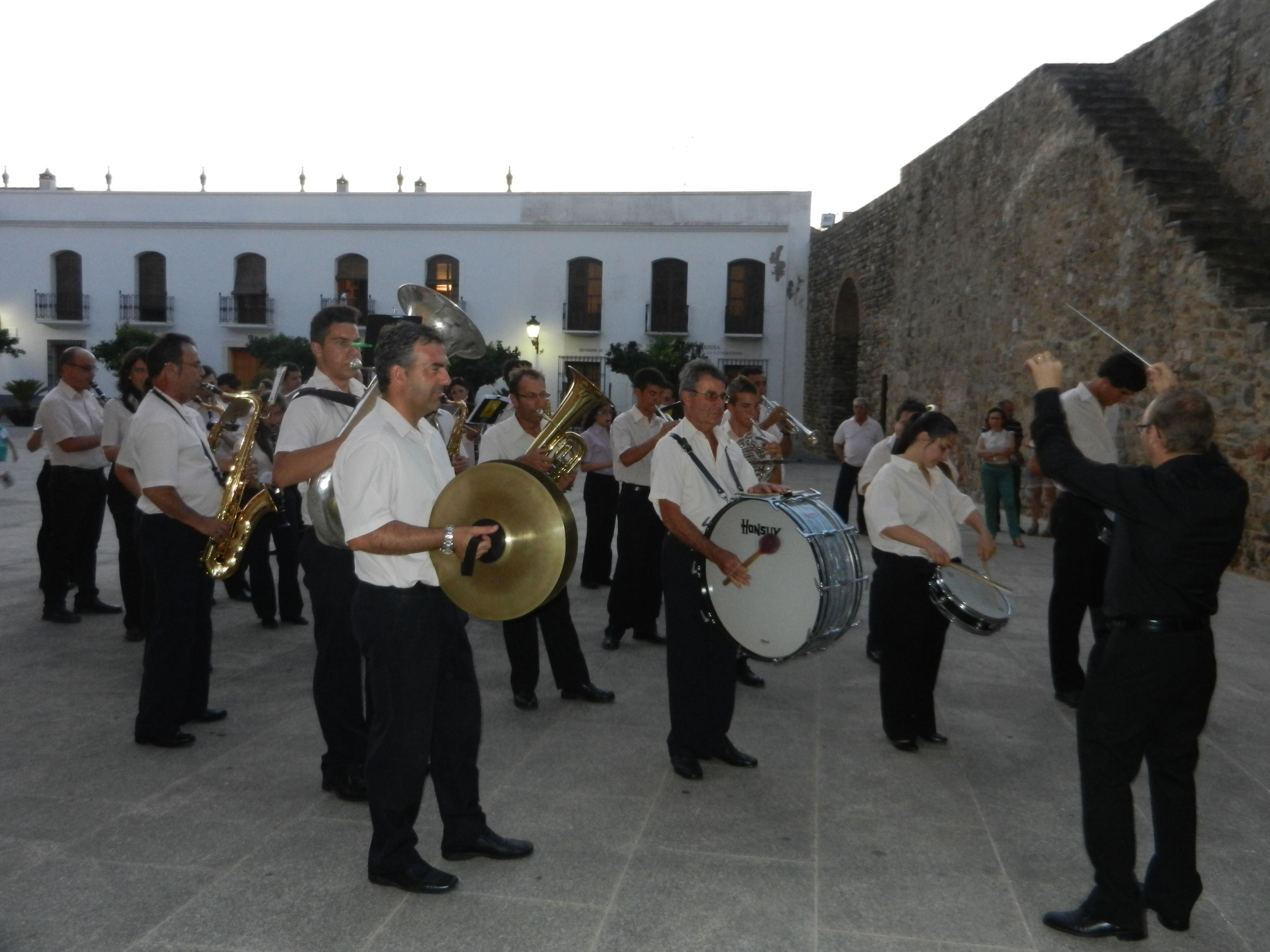 La Filarmónica en la plaza de Santa María momentos antes de su concierto de verano